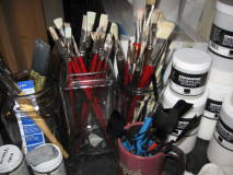 brushes on palette table